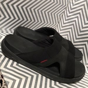 FitFlop 488-001 Men's Nubuck and Textile Sandals